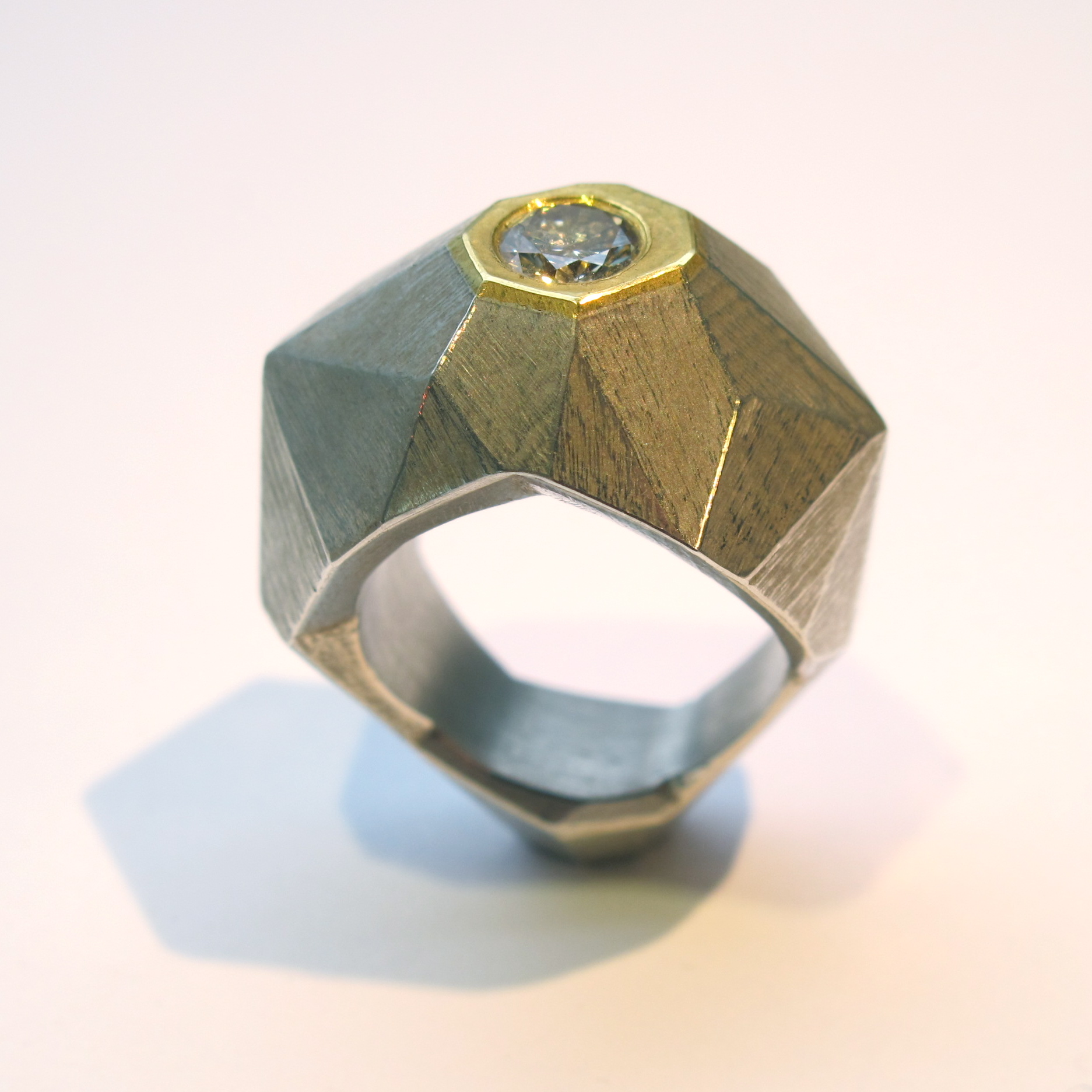 """""""Rock"""" Facettenstehring, Silber, Gold, 0,73ct Brillant"""