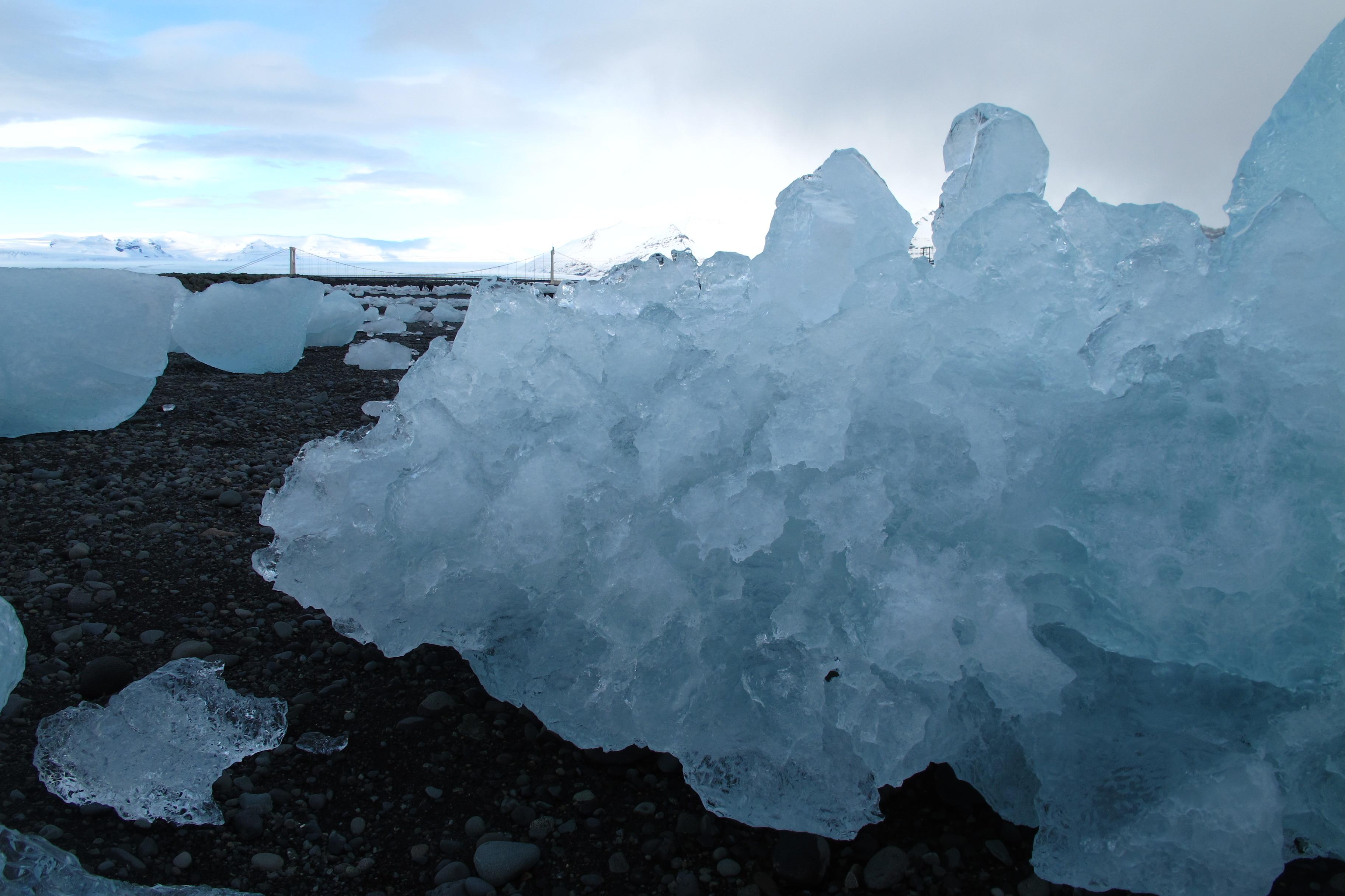 Eis am Strand am Jökulsárlón auf Island.