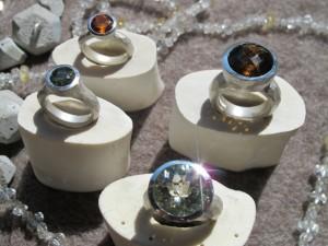 """""""Engaged Rock"""" und """"Rock-Kelch"""", 925er Silber mit verschiedenen facettierten Farbsteinen"""